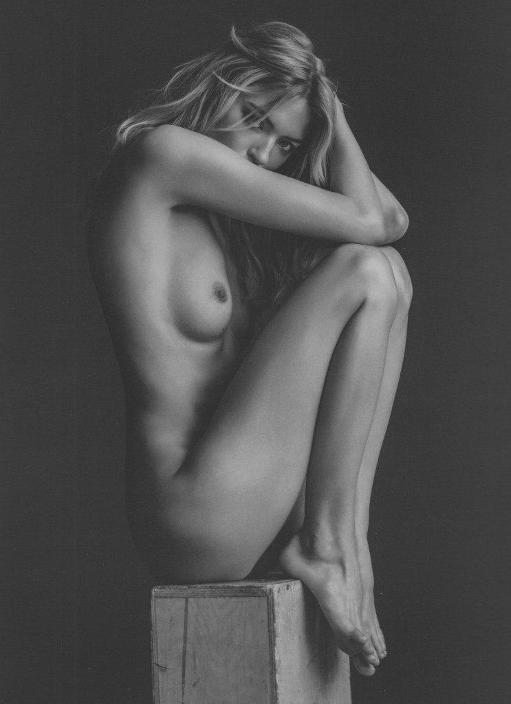 Подборка черно-былой эротики из 20 фото