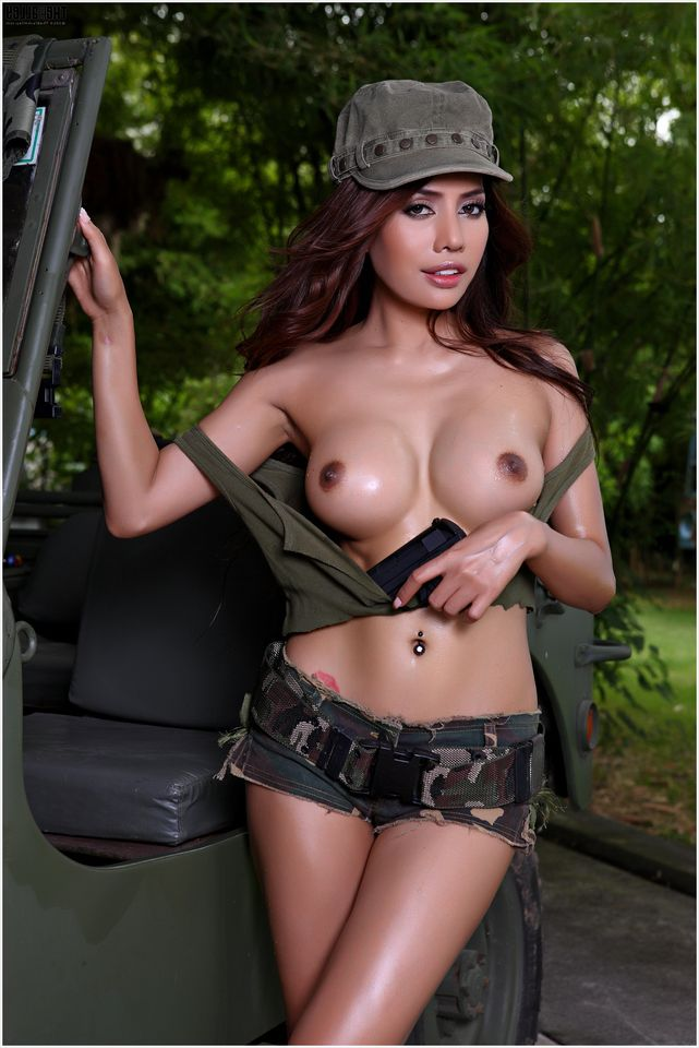 голые девушки военные фото