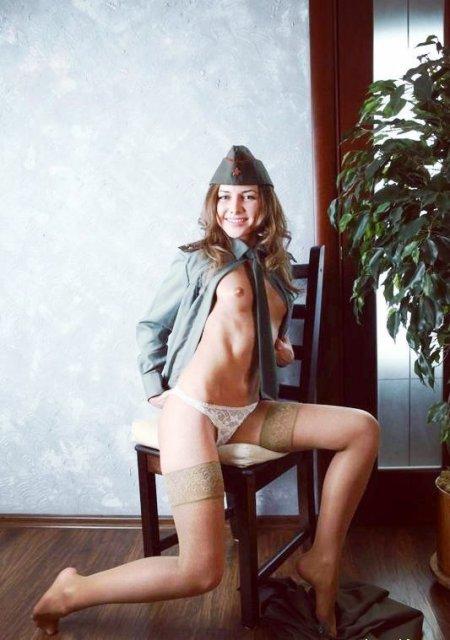 фото голых девушек в военной форме