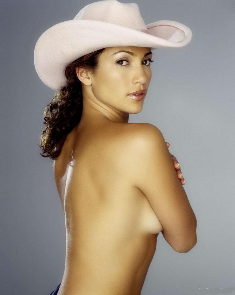 Дженифер Лопес гола фото в ковбойской шляпе стоит прикрывая немного грудь