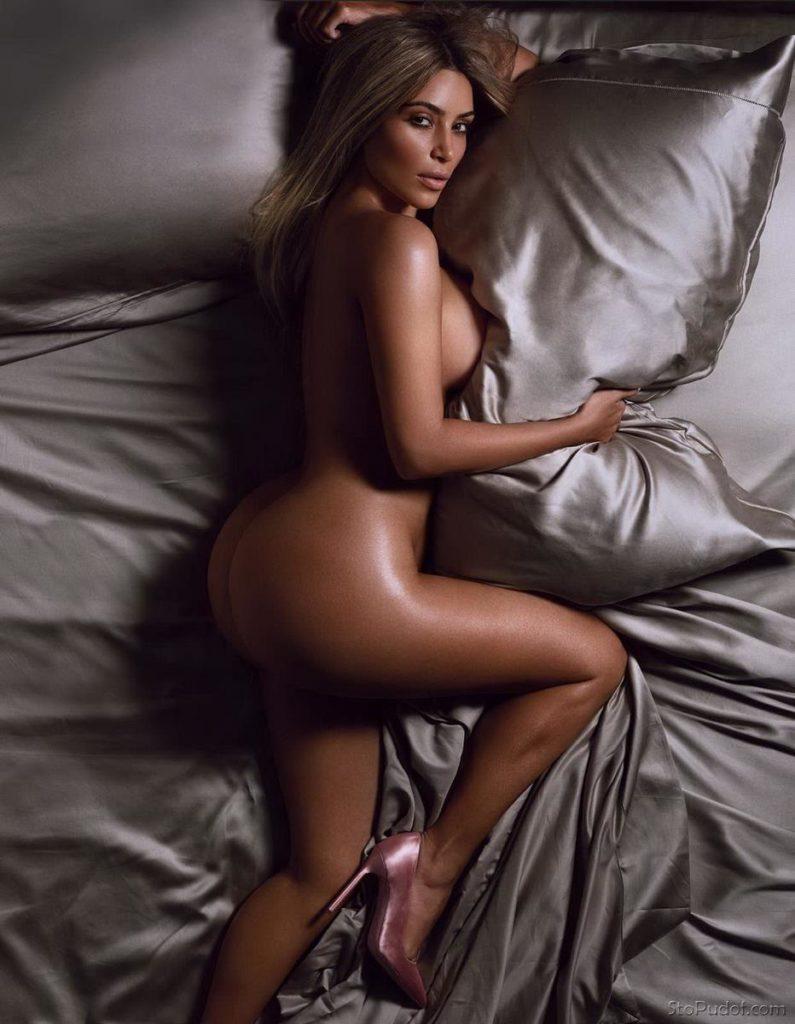 ким кардашьян фигура голая лежит в постели на боку в туфлях на высоком каблуке