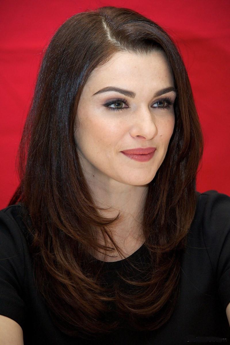 Рэйчел Вайс фото портрет лицо крупным планом с ярким макияжем