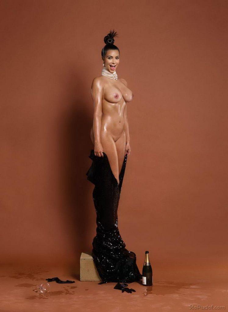 голые фото ким кардашьян, стоит на постаменте скидывает вечернее платье