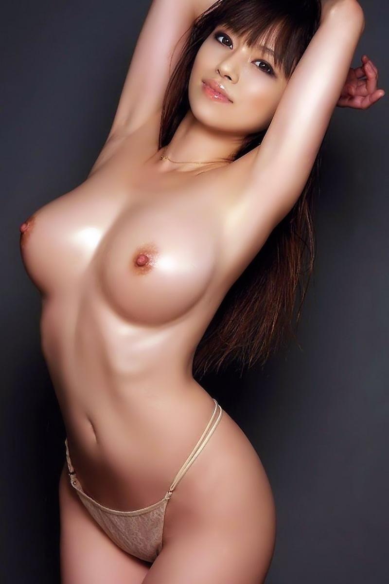 красивые азиатки фото в стрингах с большими сиськами стоит подняв руки вверх показав свои подмышки