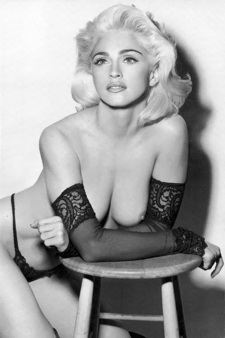 Мадонна фото голая в черных стрингах и длинных митенках