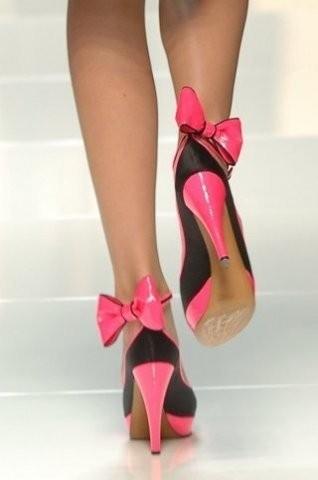 фут фетиш ног фото ножки в красивых туфлях с бантиками пряжками розово-черного цвета
