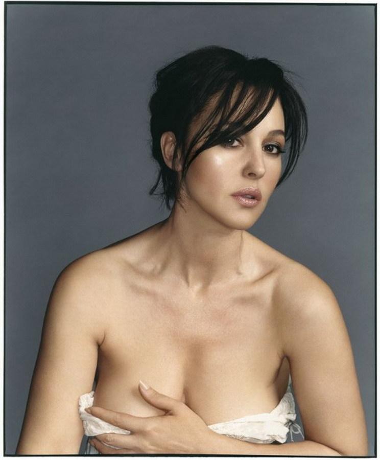 фото Моники Беллуччи портрет с глубоким декольте