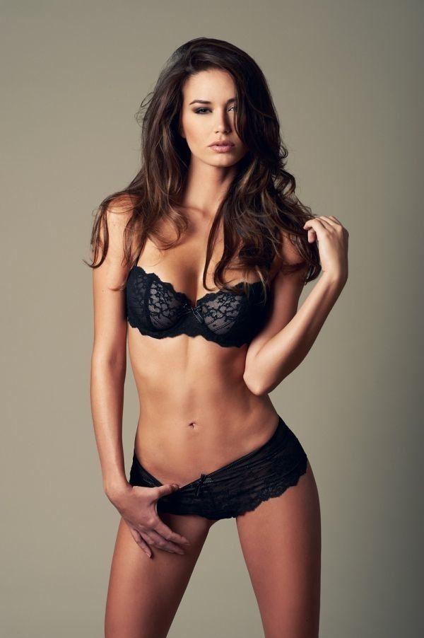 красивые девушки в нижнем кружевном белье черного цвета