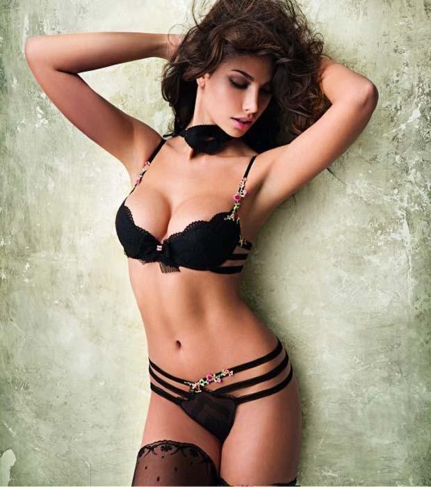 красивые девушки в сексуальном нижнем белье черного цвета
