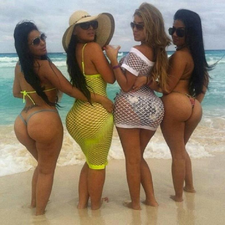 Фото больших поп зрелых женщин четыре красотки на берегу океана с шикарными фигурами