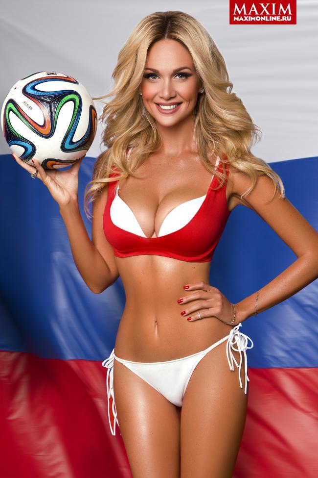 Лопырева Виктория фото в журнале максим в купальнике с футбольным мячом
