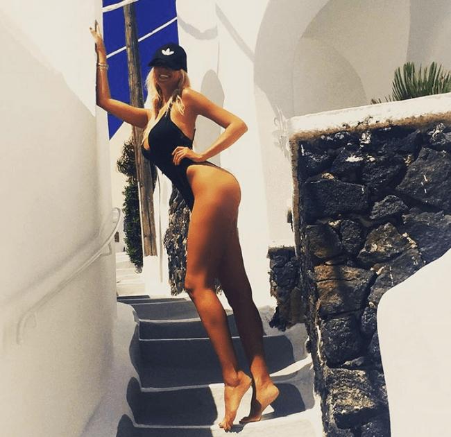 Виктория Лопырева фото в купальнике