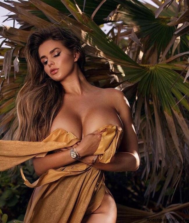 Анастасия квитко откровенное фото стоит голая слегка прикрылась тряпкой