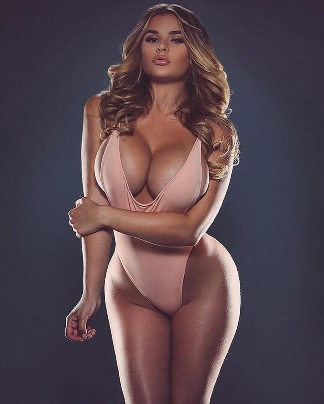 Анастасия квитко горячие фото в сплошном розовом купальнике стоит