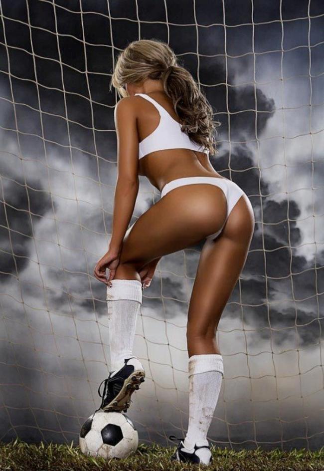 девушки группы поддержки фото вид со спины возле футбольных ворот