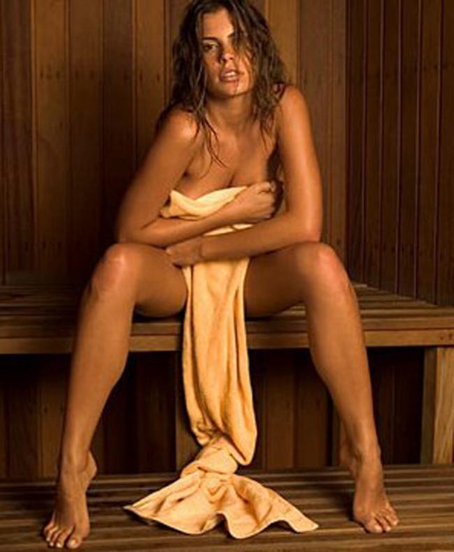 сауна голые девушки фото сидит на лавке раздвинув ноги и прикрыв сиськи и письку простыней