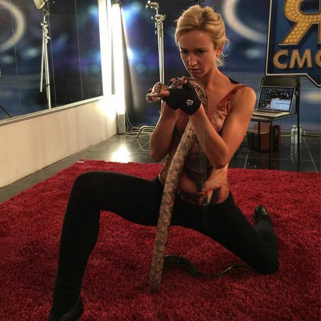Ольга Бузова фото (38 фото)