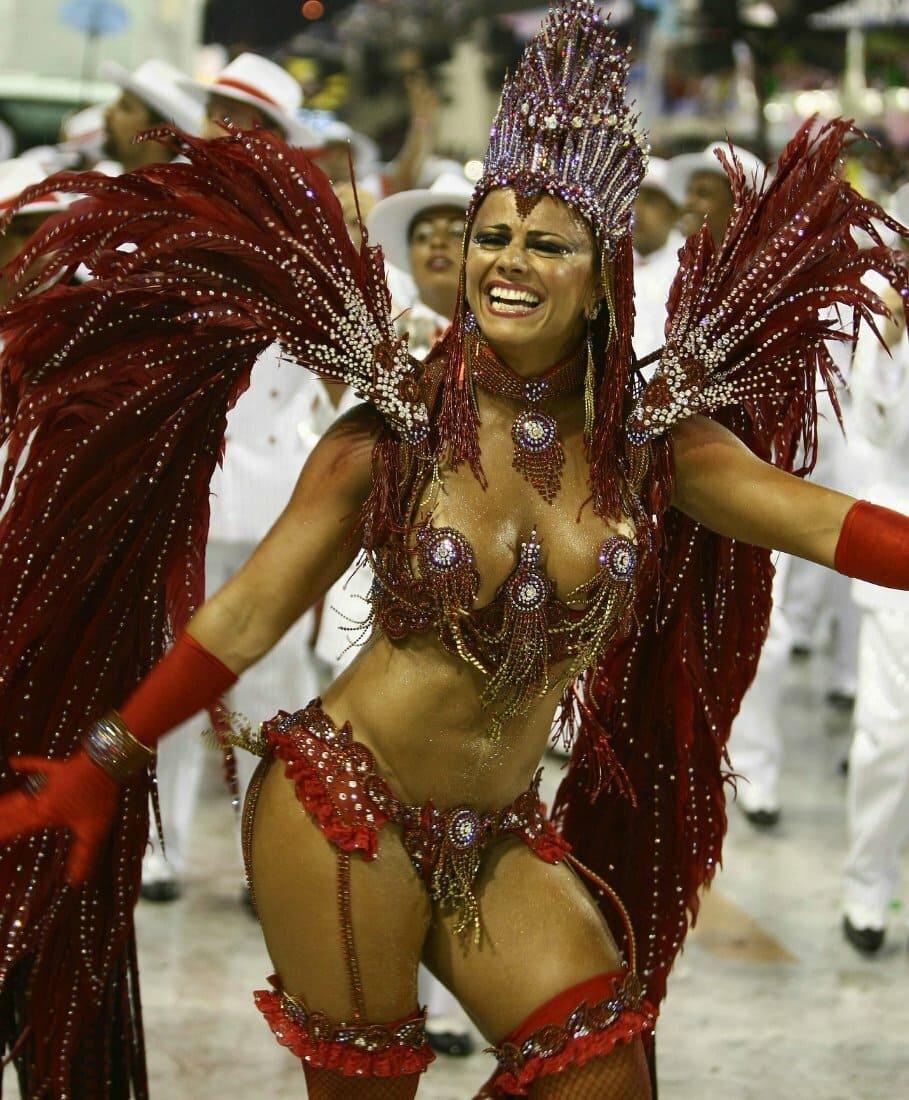 бразилия карнавал яркие женщины в карнавальных костюмах