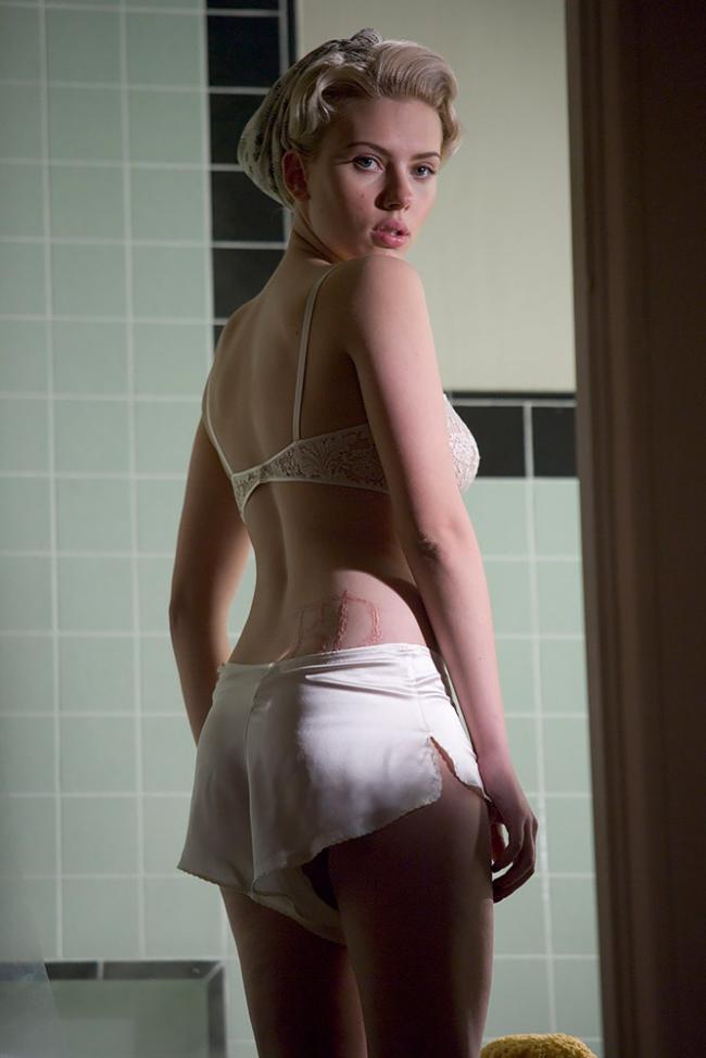 Сексуальная Скарлетт Йоханссон в красивом нижнем белье