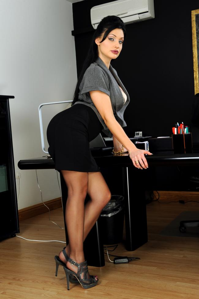 Алетта Оушен фото секретарши в профиль