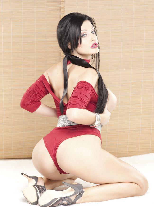 Алетта Оушен фото красотка на коленях вид со спины, шикарная жопа нависает над пятками