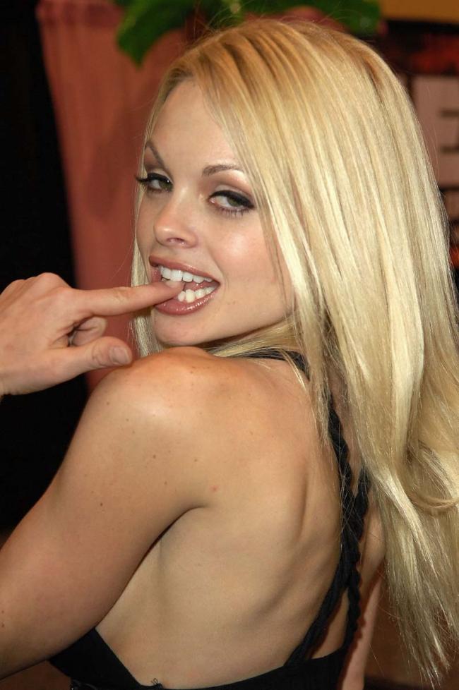 МММ пальчик во рту, это так сексуально.