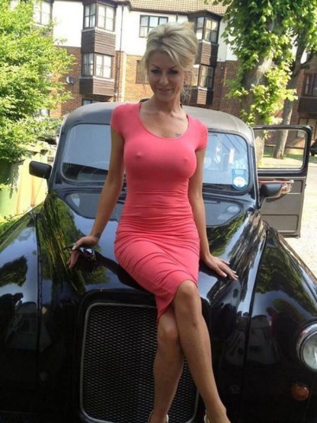 Зрелые в обтягивающих платьях (43 фото)