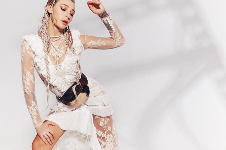 Анастасия Ивлеева фото в экстравагантном наряде