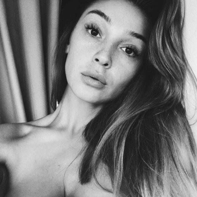Анастасия Ивлеева фото черно белое лицо крупным планом