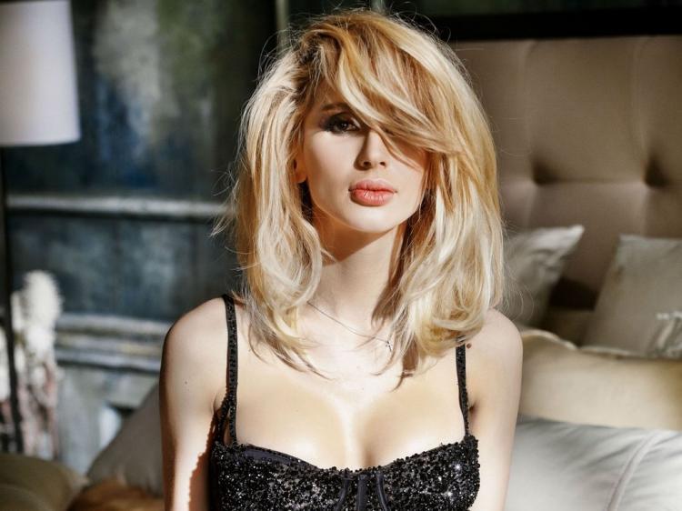 Светлана Лобода фото лицо крупным планом и грудь в черном бюстике