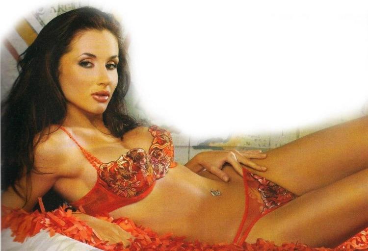 Светлана Лобода фото горячие в красивом нижнем белье красного цвета, на спине лежит