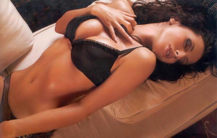 Светлана Лобода фото горячие лежит на спине в черном нижнем белье с томным видом