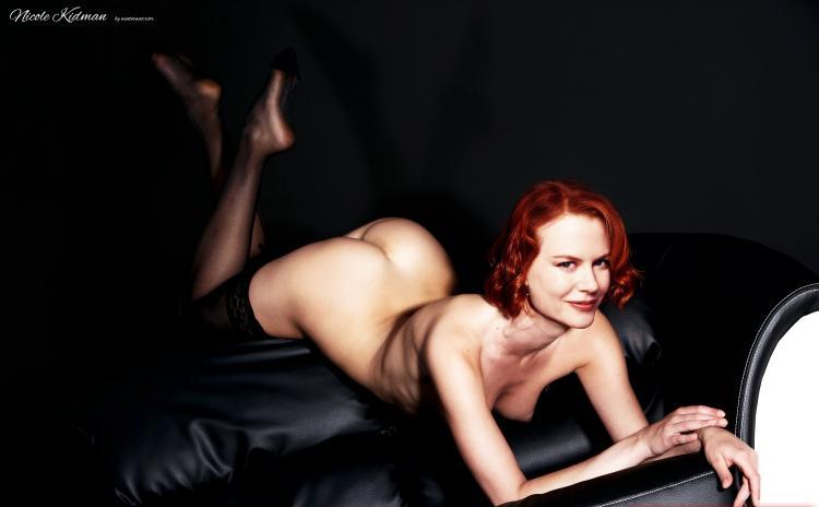 Голая Николь Кидман в черных чулках лежит на диване попой к верху.