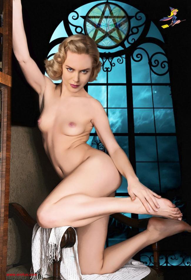 Николь Кидман голая в сексуальной позе стоит на стуле, одна рука поднята, вторая гладит ступню