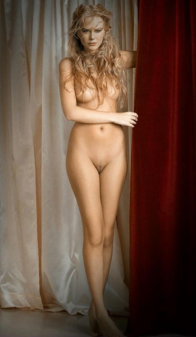 Николь Кидман голая стоит левой рукой держится за красную портьеру