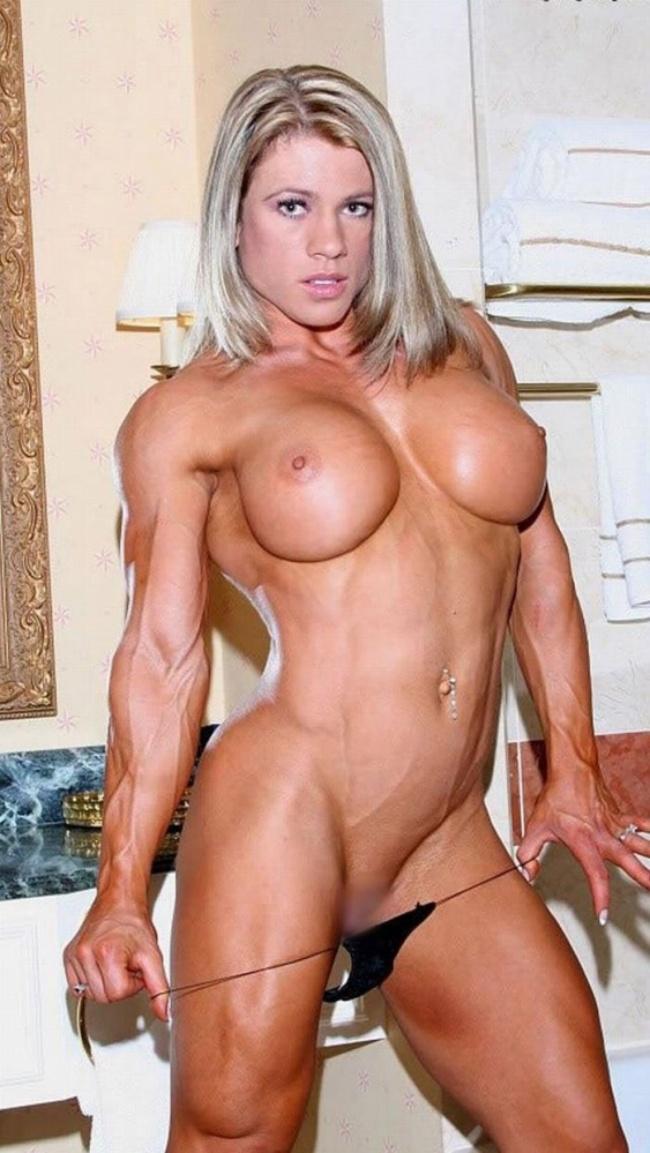 накаченные телки голая блондинка с пирсингом в пупке стоит снимает тоненькие черные стринги