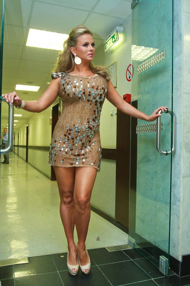 Анна Семенович фото в прозрачном обтягивающем коротком платье без нижнего белья