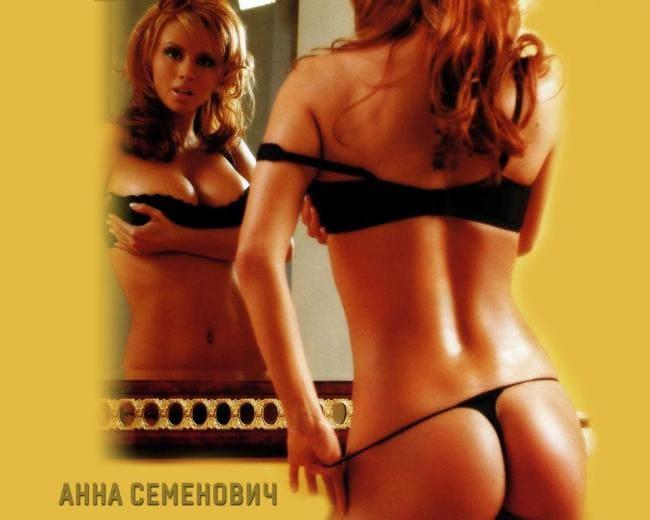 Анна Семенович фото стоит спиной в черном бикини. Зад просто супер сиськи отображаются в зеркале