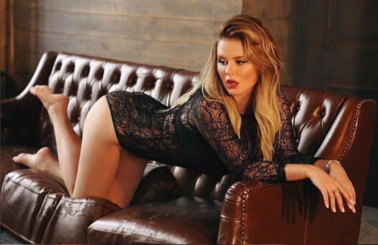 Анна Семенович фото в красивом черном боди