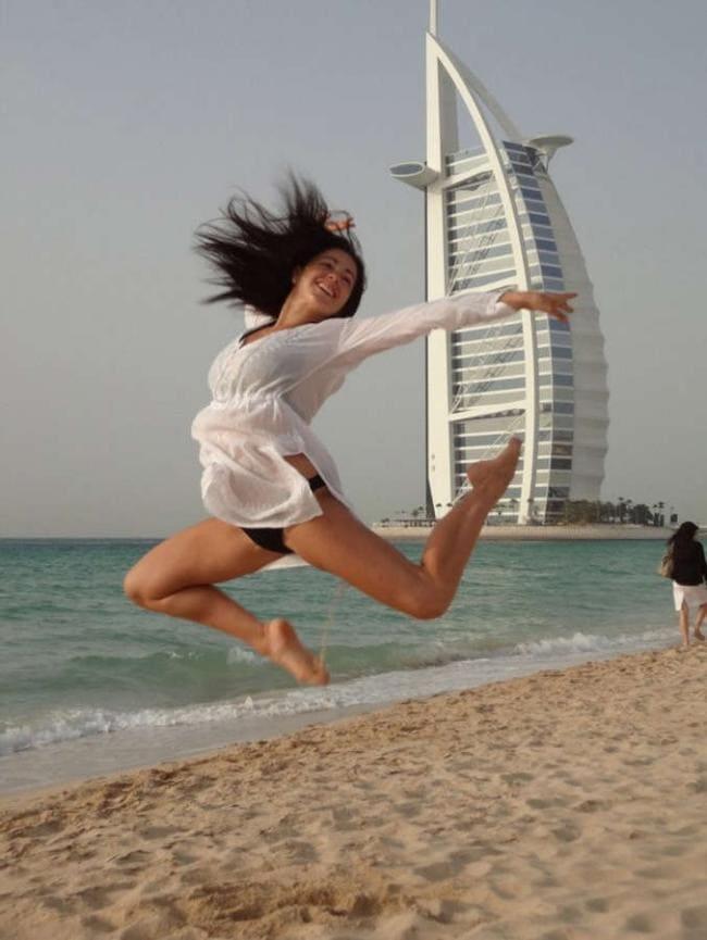 В прыжке, ноги