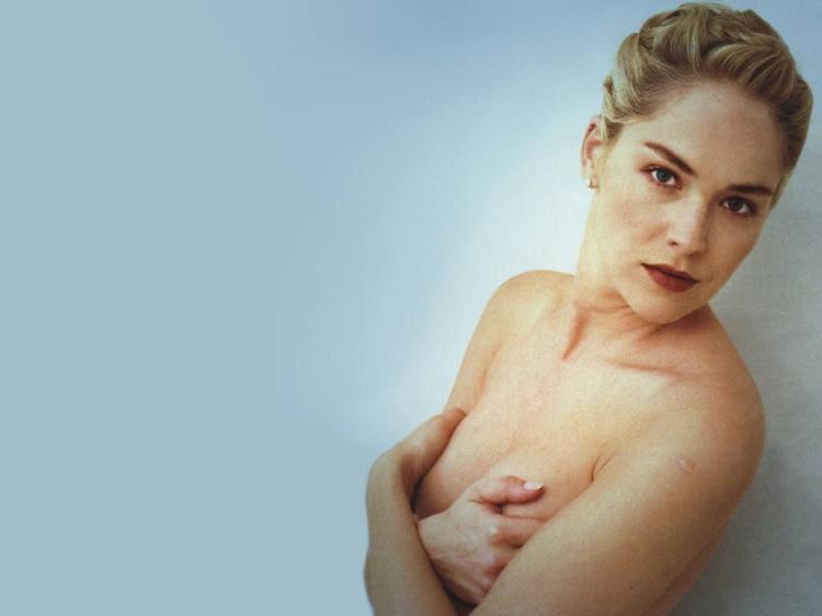 Шэрон Стоун фото голая прикрывает голые сиськи руками