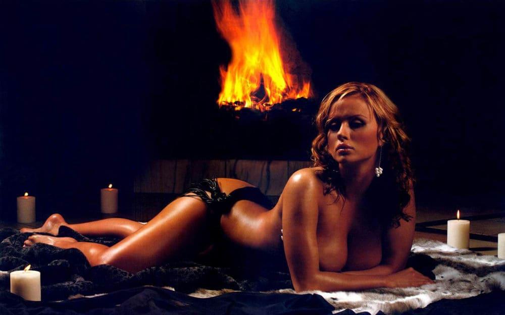 Анна Семенович горячие фото лежит возле камина голая вокруг горят свечи, кому то будет романтический ужин