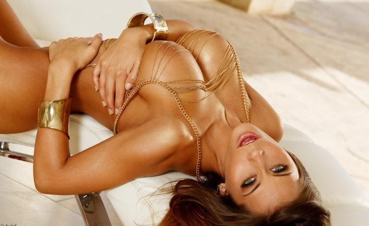 Мэдисон Айви порнозвезда вид сверху на лицо ротик сиськи подмышки, очень сексуально