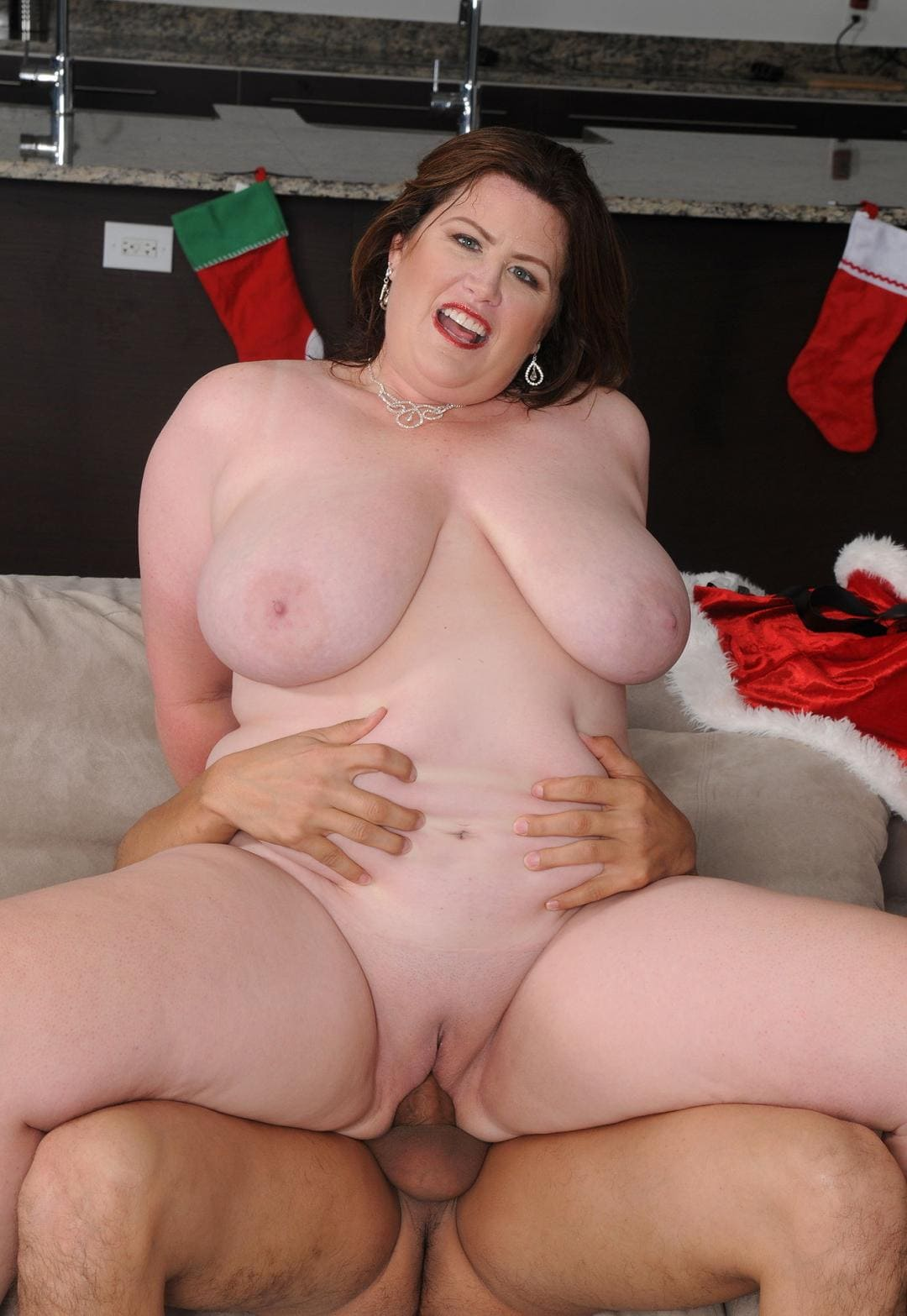 Лиза Спаркс порно фото голая сверху скачет на хую открыла ротик, яркий макияж