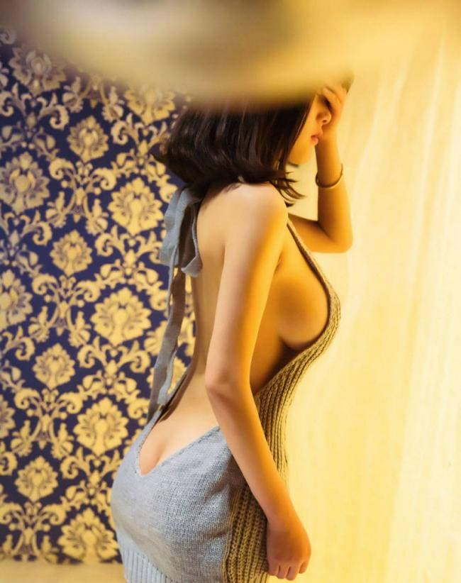 сиськи жопа платье здесь шикарные формы в платье если это так можно назвать