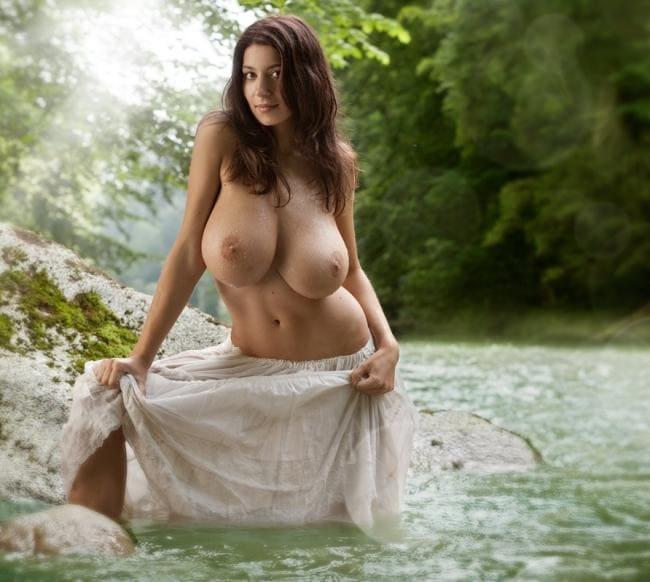 В реке стоит в юбке , большие натуральные сиськи