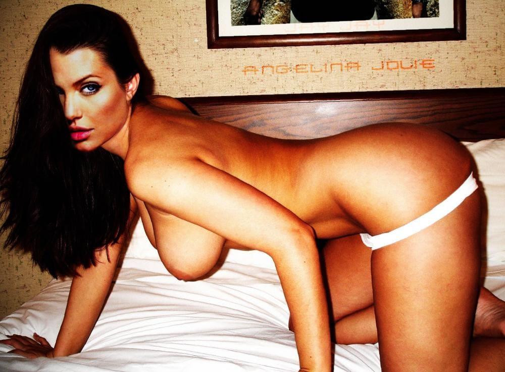Анджелина Джоли голая стоит раком в кровати на белой постели, белые стринги приспущены