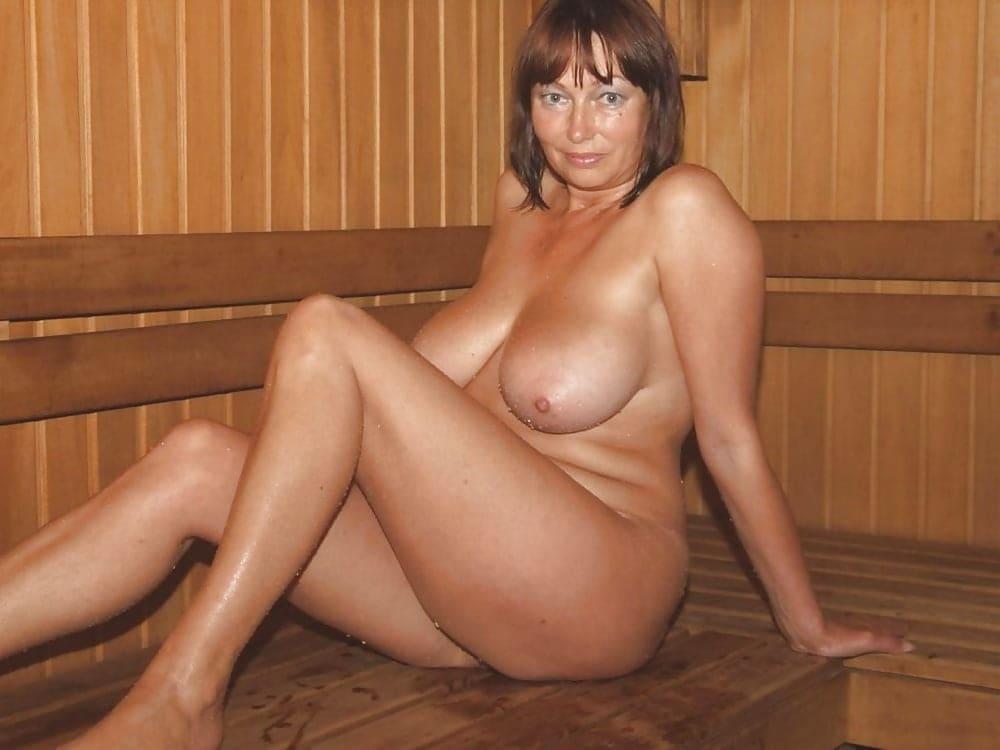 фото голых баб в бане шаиенка симпатичная в теле,сидит согнув ноги в коленях, большие сиськи