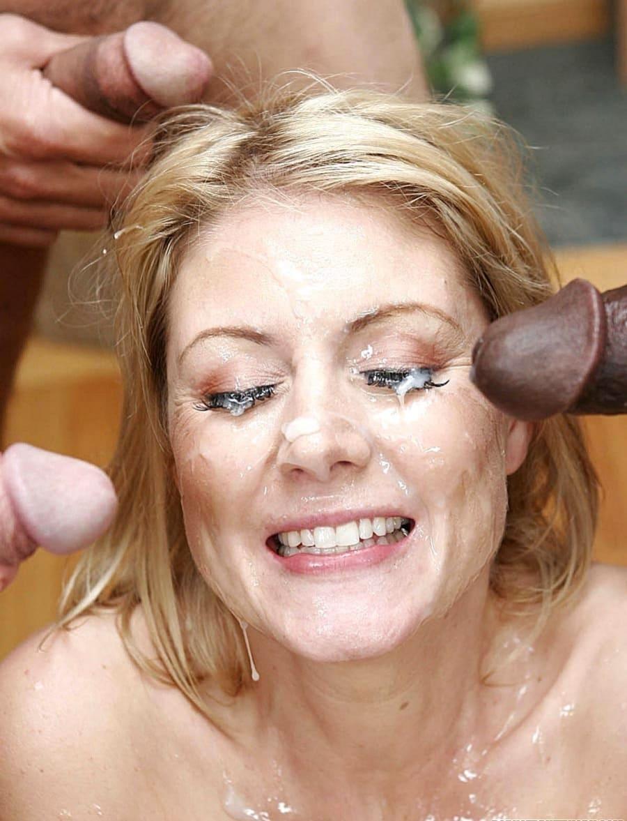 Три члена обкончали лицо довольной зрелой блондинки, глаза, нос, рот, шея