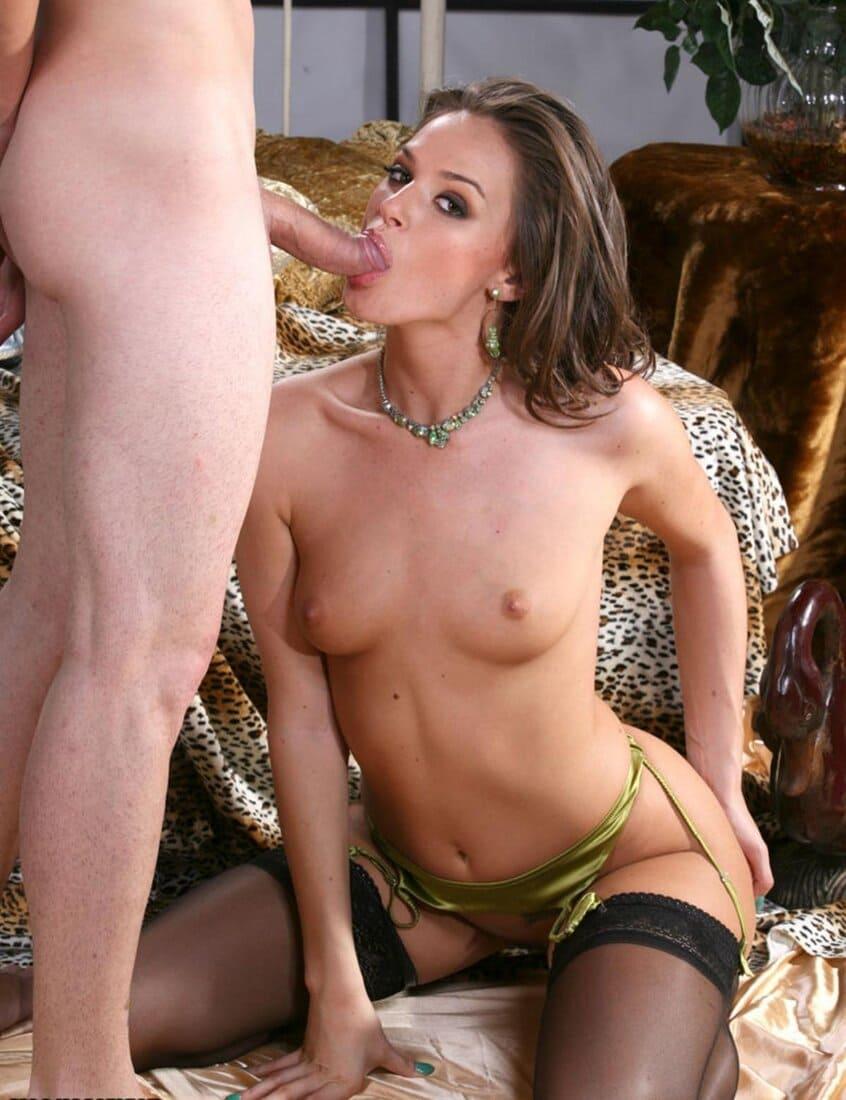 Тори Блэк звезда порно фото минет сосет хуй голая в чулках стоя на коленях
